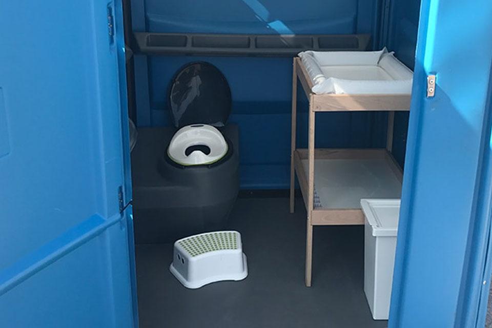 mobilni-toaleta-s-prebalovacim-pultem-2